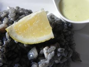 Riz cuit dans de l'encre de calamars